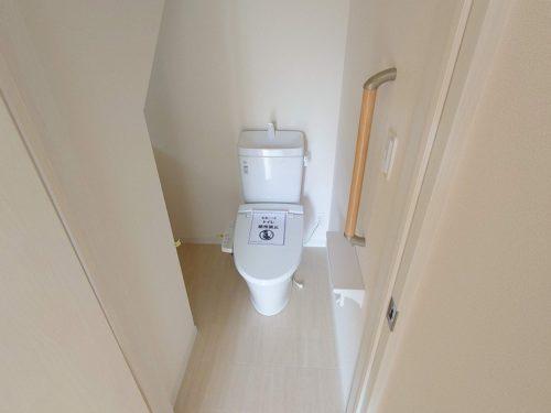 シャワー便座付き1Fトイレ