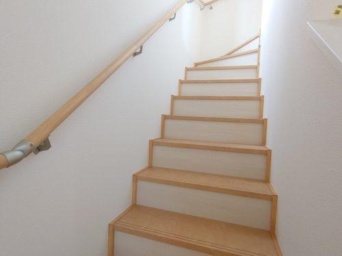 高さを抑えた階段